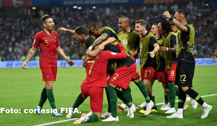 Celebración de los jugadores de Portugal su primer gol.