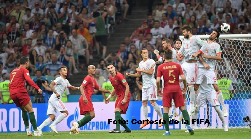 on cobro de tiro libre Cristiano Ronaldo anotó el gol del empate. Portugal 3, España 3.