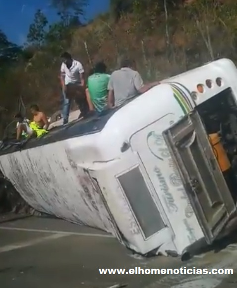 Bus con hinchas de Nacional accidentado.