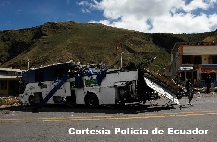 Bus de turismo accidentado en Ecuador.