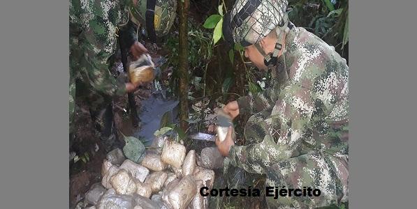 Depósito ilegal de sustancias explosivas y minería ilegal.
