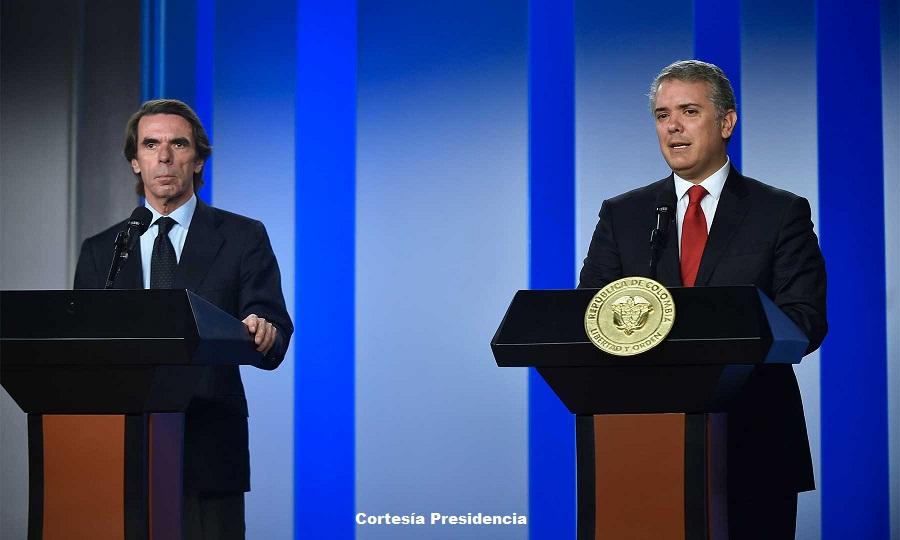 Expresidente del Gobierno español José María Aznar junto al presidente Iván Duque.