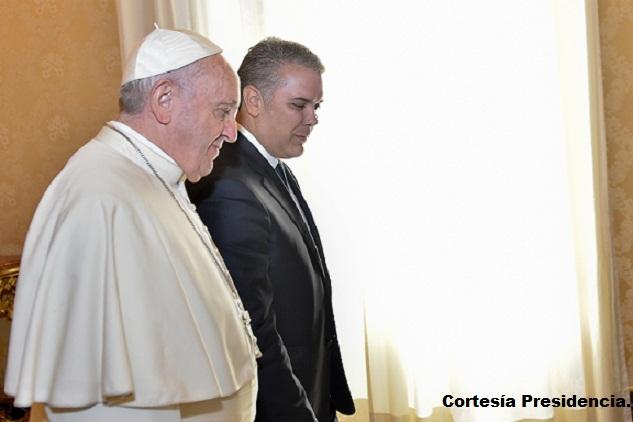 El Papa Francisco y el presidente Iván Duque durante la audiencia celebrada en la Biblioteca Vaticana, en Roma.