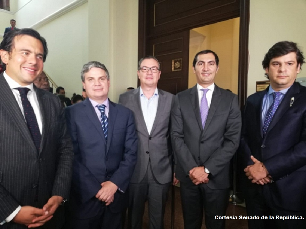 Los senadores Rodrigo Lara (Cambio Radical), Juan Felipe Lemus (de la U), Fabio Amín (Partido Liberal), David Barguil (Conservador) y Gabriel Velasco (Centro Democrático).