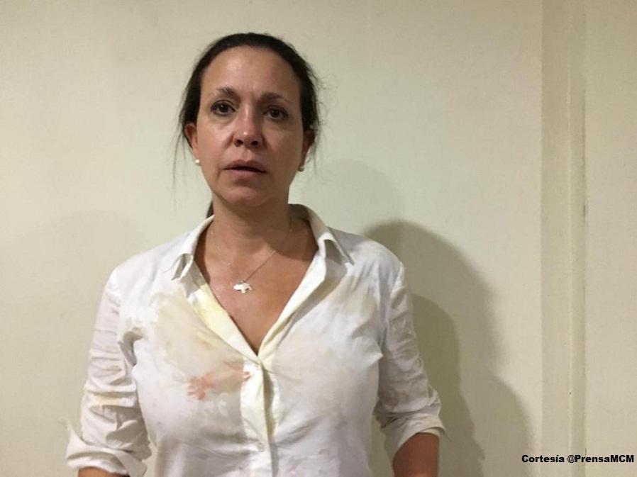 María Corina Machado, dirigente opositora fue atacada por colectivos oficialistas en Upata.