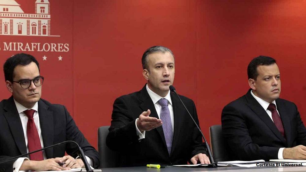 El vicepresidente de Economía, Tareck El Aissami acompañado por el presidente del Banco Central de Venezuela, Calixto Ortega y el ministro de Finanzas, Simón Zerpa.