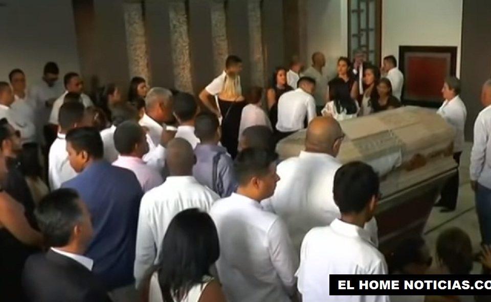 Radamel Falcao García fue hasta el cementerio Jardines de Paz de Santa Marta, en donde fue sepultado su padre, Radamel García King.