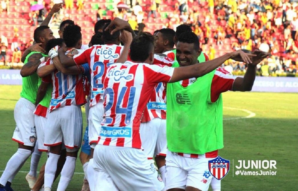 El equipo Tiburón celebró la victoria ante el Deportes Tolima.