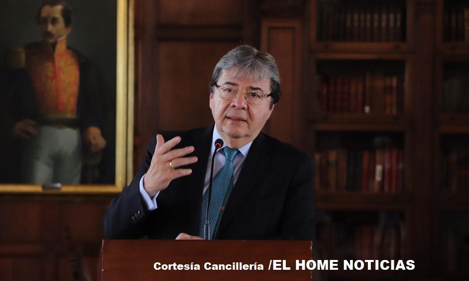 El canciller colombiano, Carlos Holmes Trujillo, que Gobierno está actuando tal y como lo dispuso el presidente Iván Duque con solidaridad con humanidad y con sentido de gratitud.