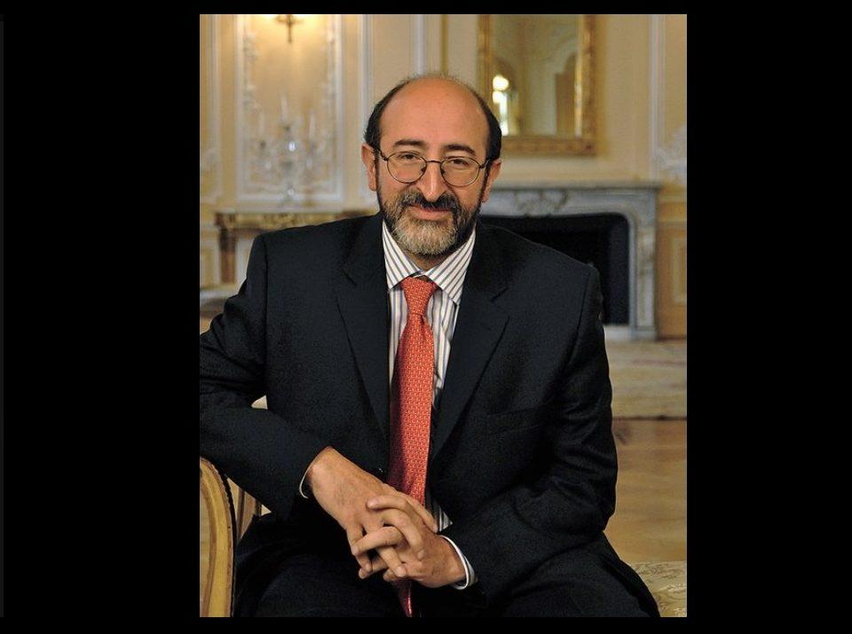 El exministro Juan Lozano , quien estará ocupando el cargo como director de la franja de noticias de RCN Televisión cuenta con una gran experiencia en varios medios de comunicación.