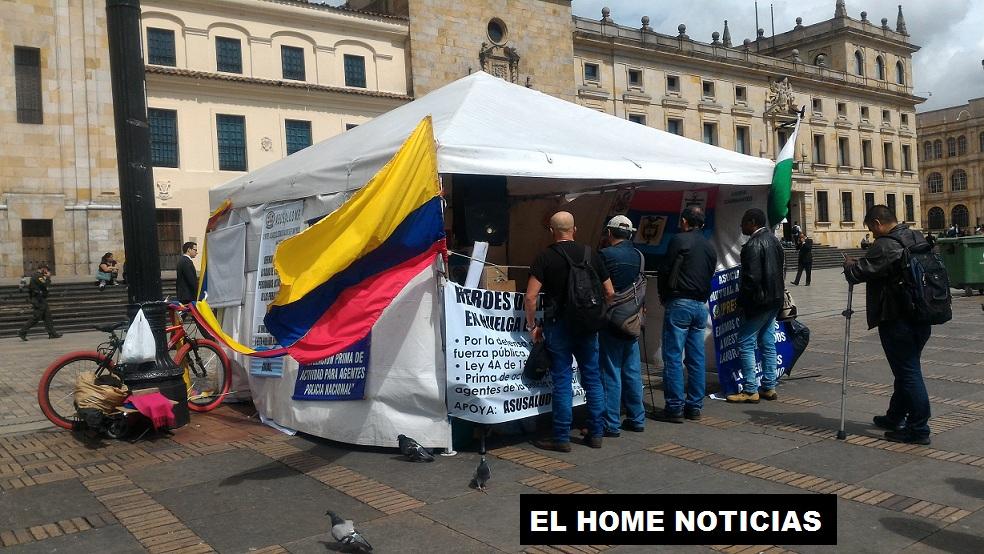 Desde esta carpa ubicada en la Plaza de Bolívar los reservistas buscan llamar la situación del Gobierno, por el mal servicio de la salud que reciben.