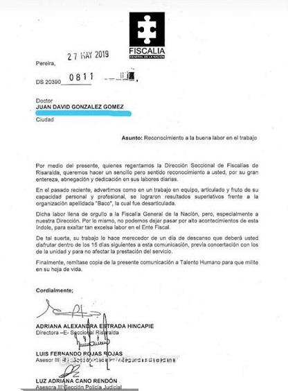 Con esta carta Adriana Estrada Hincapié felicita a uno de los recién nombrados funcionarios por sus buenos resultados para así ordenarle unos días de descanso como premio.