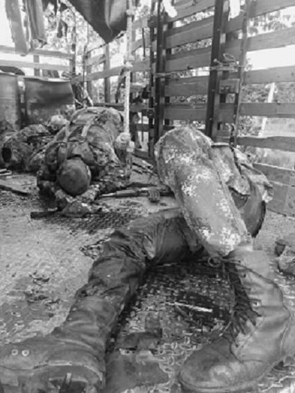 Esta imagen muestra la crueldad del ataque a manos de disidentes de las Farc a una unidad militar en Tame, Arauca.