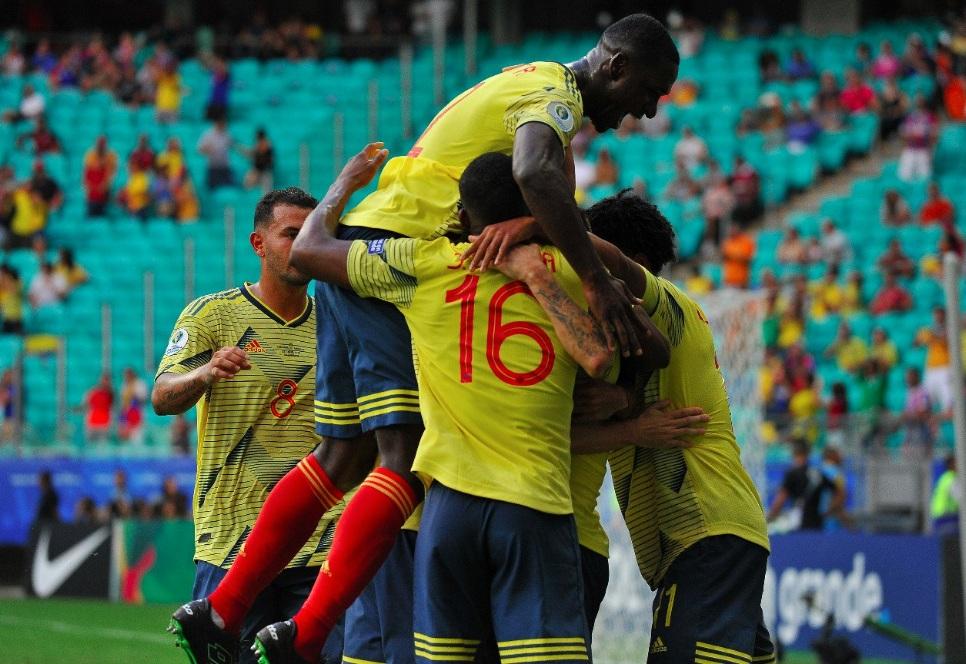 Jugadores de la Selección Colombia celebran el gol que les dio la victoria frente a Paraguay.