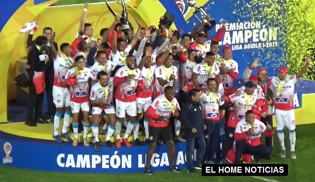 El Junior de Barranquilla celebró su triunfo, se coronó campeón del fútbol profesional colombiano en el estadio El Campín.