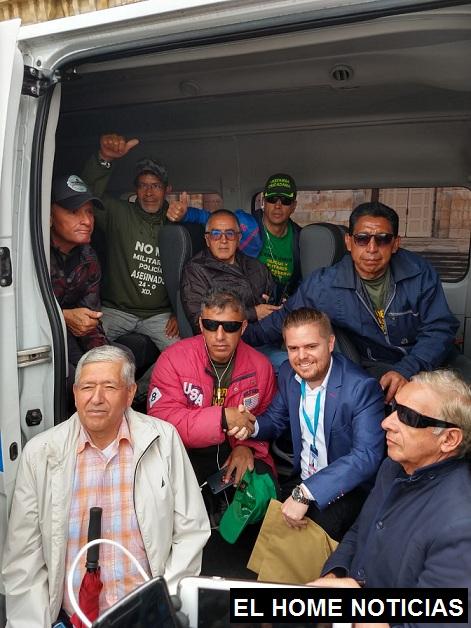 En una ambulancia que envió el Gobierno fueron atendidos los reservistas que estuvieron protestando en la Plaza de Bolívar.