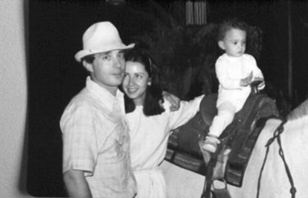Álvaro Uribe Vélez y su esposa, Lina Moreno.