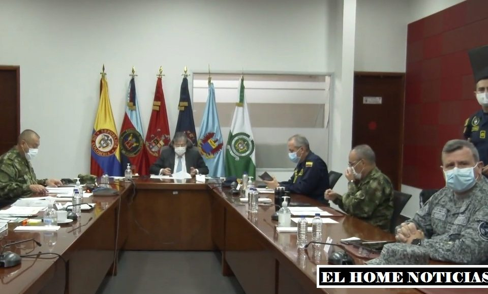 Rueda de prensa del Ministro de Defensa y los generales de las Fuerzas Militares.