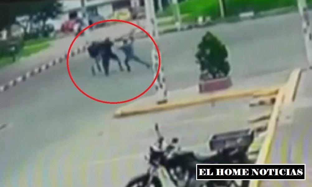 Ladrones roban bicicleta.