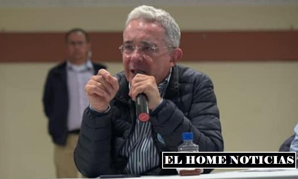 Álvaro Uribe Vélez, expresidente de Colombia, calificado como el político más influyente de este siglo.