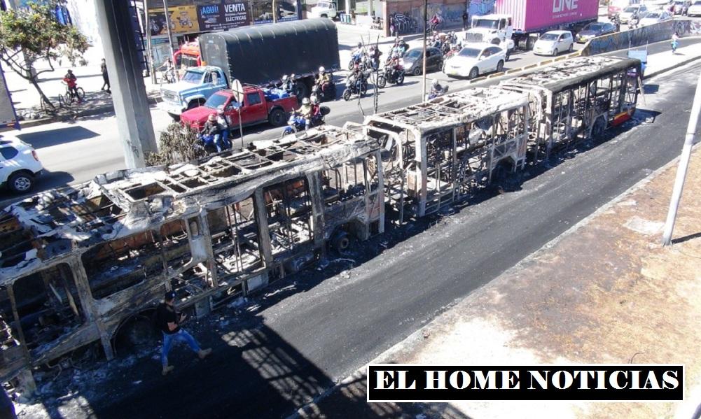 Vándalos quemaron bus de TransMilenio en Bosa.