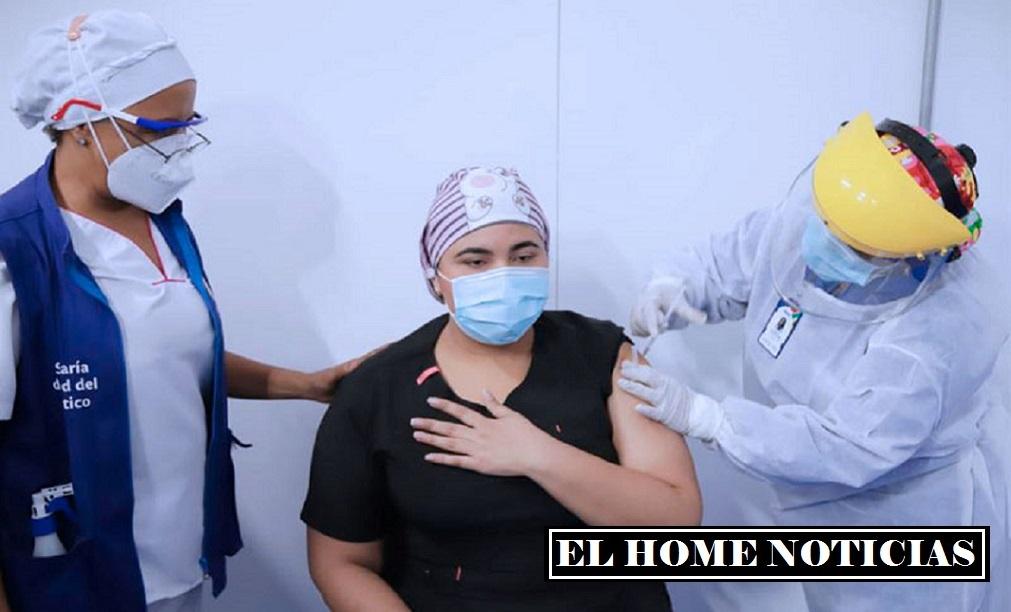 Dayana Hernández, primera vacunada en