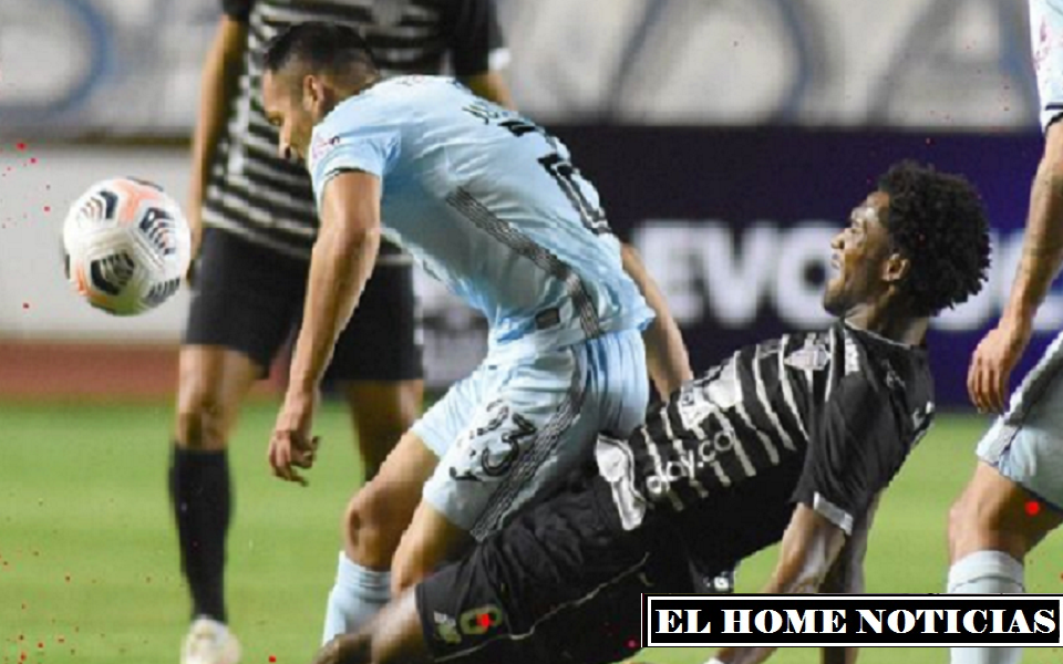 El duelo se puso bastante pesado para el club colombiano, puesto que el Bolívar, aumentó el ritmo de llegada de sus laterales presionando toda posible salida del Junior