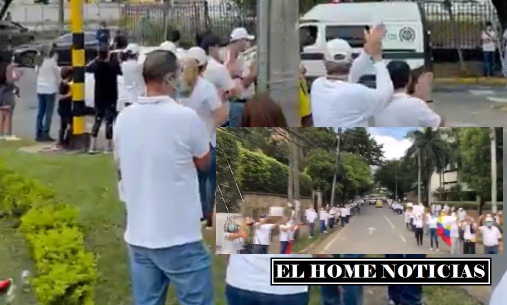Protesta con camisetas blancas
