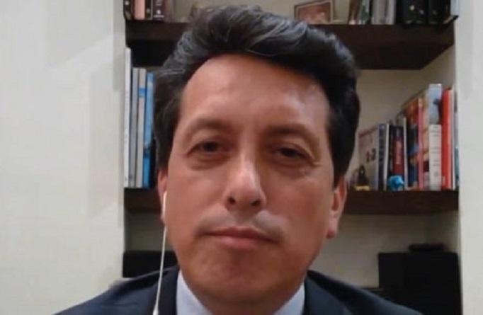 Carlos Álvarez, infectólogo