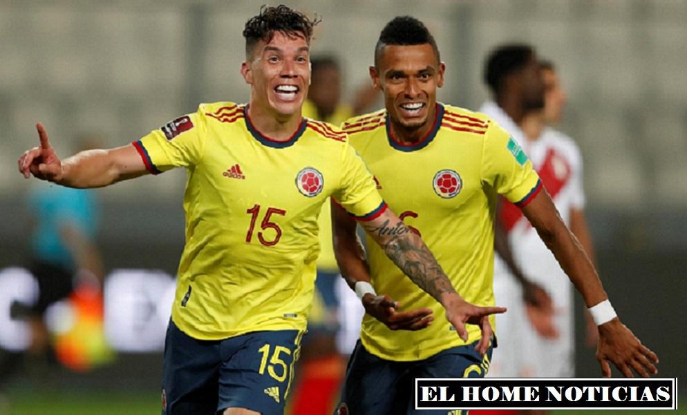 Matheus Uribe celebra su gol junto a Willian Tesillo poniendo el segundo tanto de Colombia en el partido.