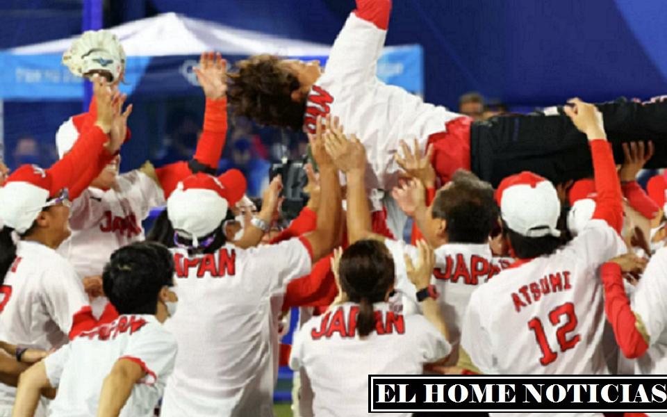 El equipo de las chicas japonesas se alzaron con el oro en el softbol por primera vez en la competición.