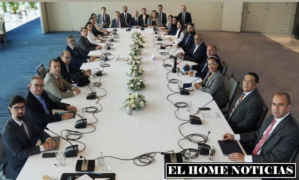 Mesa de diálogos entre delegatarios del régimen de Nicolás Maduro y la oposición venezolana en Ciudad de México.
