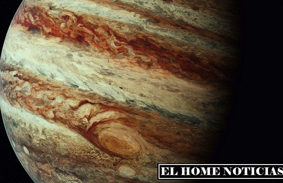 En el primer video, Pereira de repente vio un brillo inusual de Júpiter.