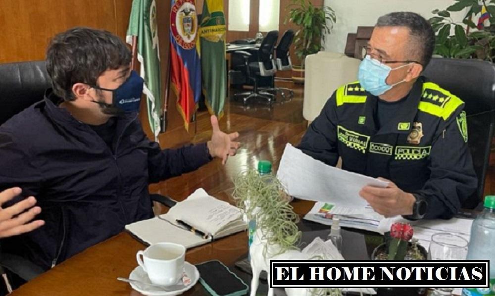 El alcalde Jaime Pumarejo Heins con el director nacional de la Policía, general Jorge Vargas